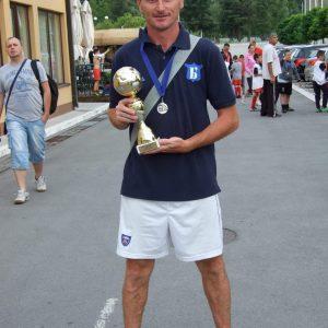 Председник Клуба и главни тренер Синиша Симић са трофејом освојеним на Генерација 2003. са трофејима освојеним на Fair Play Mondialu.
