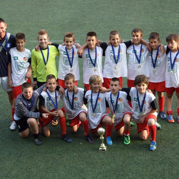 Генерација 2004. са трофејима освојеним на Fair Play Mondialu.